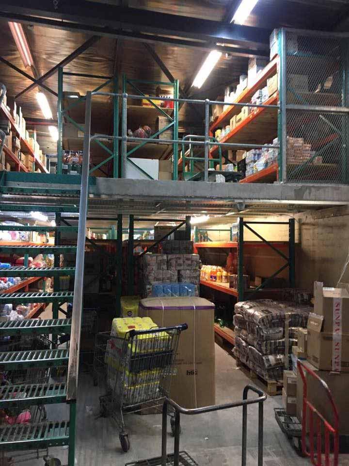 Retail store mezzanine floor